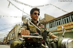 Photos | Businessofcinema.com | FIRST LOOK: Shah Rukh Khan Turns 'Fauji' For Yash Chopra's Next! | FIRST LOOK: Shah Rukh Khan Turns 'Fauji' For Yash Chopra's Next!