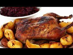 Rață la cuptor cu cartofi și varză roșie călită, rețetă video. Friptură de rață la cuptor. Rață la cuptor cu cartofi și varză ingrediente și mod de preparare. Turkey, Cooking Recipes, Chicken, Carne, Food, Youtube, Holidays, Fine Dining, Holidays Events