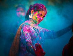 woman celebrating during the Holi Festival in India. This image is from The Story of God with. [Photo of the day - April woman celebrating during the Holi Festival in India. This image is from The Story of God with. [Photo of the day - April Festival Holi, Holi Festival Of Colours, Holi Colors, Indian Color Festival, Concept Of Culture, What Is Culture, Happy Holi, Wallpaper Color, George W Bush