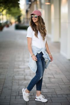 3 Tips to Put Together a Casual Look | Sneakers, Hat, Denim Jacket | casual style | easy style for moms | mom friendly fashion | fashionable casual looks | fall fashion for women | women's fall fashion | fall fashion | fall style | fall outfit ideas | out