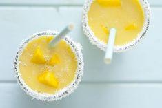 Niebiański (inaczej się nie da) koktajl z mango na mleku kokosowym Mango, Pudding, Healthy Recipes, Healthy Food, Lunch, Drinks, Cooking, Breakfast, Smoothie
