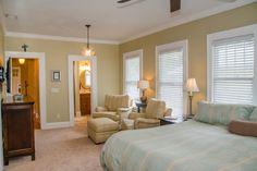 Sitting Area in Master Bedroom and Bath en Suite
