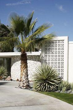 Marvelous Mid Century Modern Landscape Design Ideas You Will Love – front yard design modern Modern Landscape Design, Contemporary Landscape, Landscape Architecture, Modern Design, Front Yard Design, Fence Design, Garden Design, Bungalows, Mid Century Landscaping