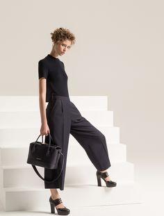 http://www.vogue.com/fashion-shows/pre-fall-2017/emporio-armani/slideshow/collection