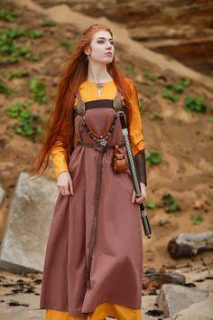"Viking dress and apron ""Shielmaiden""; viking clothes Viking dress and apron Shielmaiden. Arte Viking, Viking Garb, Viking Dress, Viking Costume, Medieval Dress, Norse Clothing, Scottish Clothing, Celtic Dress, Viking Woman"