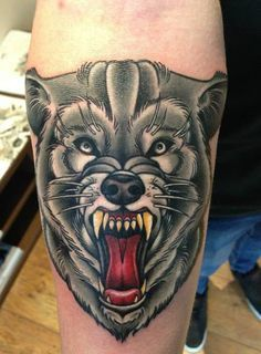 tattoo black and grey old school wolf