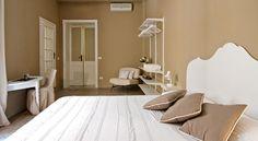 Situato a Cagliari, il BluLassù Rooms offre camere elegantemente arredate e il WiFi gratuito nell'intera struttura, il tutto ad appena 1 km dal porto di...