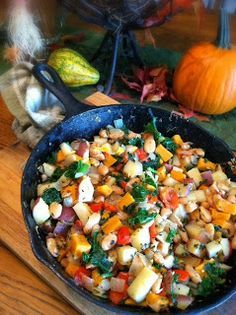 Veggie Skillet Hash - (a revised version of Forks Over Knives Vegetable White Bean Hash - pg. Veggie Dishes, Veggie Recipes, Whole Food Recipes, Vegetarian Recipes, Healthy Recipes, Vegetable Hash Recipe, Vegetarian Hash, Plant Based Whole Foods, Plant Based Eating
