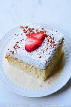 Pastel o torta tres leches Dessert Cake Recipes, My Dessert, Easy Cake Recipes, Desserts, Tres Leches Recipe, Chocolate Tres Leches Cake, Venezuelan Food, Crazy Cookies, Latin Food