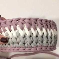 Terminando o dia com mais um vídeo da @soft_decor_ ensinando mais um ponto lindinho Boa noite! Fiquem com Deus . . . #crochet #crochetaddict #crochet #croche #croché #croshet #yarnlove #yarn #yarning #knitlove #knit #knitting #trapillo #ganchilloxxl #ganchillo #crocheaddict #fiodemalha #handmade #feitoamao #totora #penyeip #вязаниекрючком #uncinetto #かぎ針編み #inspiracao #inspiration #vídeocrochet #dica #videotutorial