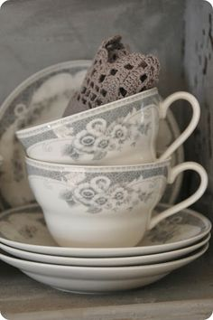 Beautiful tea cups. Hey Mimi, let's have some tea and talk for awhile. We have lots of time.