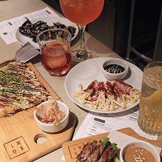 Um dos lugares mais cool que já conheci: @izakaya.toki, um bar japonês com pratos lindos e muito saborosos! ❤️🎎 Também tem drinks incríveis, vale a pena conhecer! To Apaixonada 😍