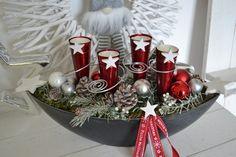 Hallo zusammen! Wir bieten Euch hier einen schönes Adventsgesteck in einer Schale an. Eine Schale in grau Schieferoptik (Schiffchen, oval) mit jeweils 4 Metalltüten mit Teelichtern wurden...