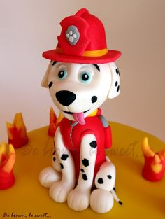 Figurita de fondant de Marshall, el perro bombero de la patrulla canina (Paw Patrol) #PawPatrolCake #TartaPatrullaCanina