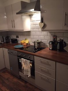 Kitchen Remodel Ideas: Before & After With Photo Kitchen Sale, Ikea Kitchen, Kitchen Decor, Kitchen Cabinets, Kitchen Utilities, Interior Design Living Room, Kitchen Design, Room Decor, House Flips