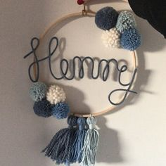 Name circle with pompons and baby animal- Namenskreis mit Bommeln und Tierbaby Name circle with pompoms and baby animal Baby Shower Flowers, Boho Baby Shower, Baby Shower Winter, Baby Shower Themes, Baby Shower Decorations, Paper Flowers Craft, Flower Crafts, Cute Crafts, Diy And Crafts