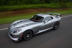 Dodge Viper Silnik: 8.4l V10 Moc: 645 KM Maks. moment obrotowy: 813 Nm #Dodge #Viper #DodgeViper #sportowy #samochó