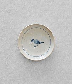 Mamezara - small plate  Artist: Shinji Hidaka Made in Japan  Potter Shinji Hidaka originally studied painting before turning his attention to the production of ceramics and establishing his studio in the city of Mizunami, Gifu.