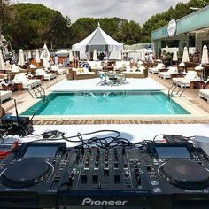 The best DJ equipment for beginners is now more affordable than ever. What tools do you need, which is the basic DJ setup and which one is the cheapest? Dj Pics, Music Pics, Dj Images, Dj Sound, Dj Setup, Pioneer Dj, Music Beats, Dj Gear, Dj Booth