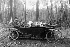 Extrañísima ambulancia francesa de la I Guerra Mundial (1917)