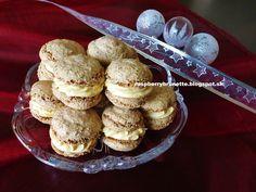 Raspberrybrunette: Orechové kolieska s karamelovým krémom  Tieto kolá...