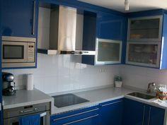 Cocina en alto brillo azul