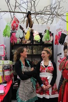 the gloveables ladies at this year! Crown, Lady, Blog, Fashion, Moda, Corona, Fashion Styles, Blogging, Fashion Illustrations