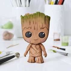 Crumb Avenue - Easy to follow cake topper tutorials | Inspirations Cute Polymer Clay, Cute Clay, Polymer Clay Projects, Diy Clay, Fondant Figures Tutorial, Cake Topper Tutorial, Cake Toppers, Baby Groot Cake, Fondant Animals