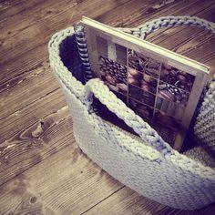 Duża torba (43 cm x 30 cm), pomieści więcej niż A4, wykonana ręcznie na szydełku z bawełnianego sznurka. Wzmacniane dno. #siedliskonawygonie #torba #dużatorba #handmade #diy #crochet #bag #crochetbag #big #szydełku #szydełkowana #dziergane #ręczna #robota #pasje