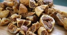 How To Eat Dried Figs To Remedy Stomach Problems And Improve Blood Quality - Juicing For Health Natural Headache Remedies, Natural Cures, Natural Health, Stomach Problems, Health Problems, Dried Figs, Dried Fruit, Dried Prunes, Leg Pain