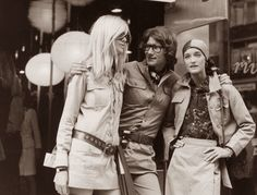 French Fashion Designer Yves Saint Laurent and his two models(Betty Catroux (left) and Loulou de la Falaise) photographed by John Minihan at the opening of Saint-Laurent's new boutique 'Rive Gauche', in Bond Street, September (Famous Fashionistas) Paris Vintage, Vintage Ysl, Mode Vintage, Vintage Fashion, Vintage Couture, Unique Vintage, Rene Russo, Yves Saint Laurent, Betty Catroux