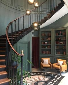43 The Most Popular Staircase Design This Year For Interior Design Your Home Interior Design Your Home, Escalier Design, Room Furniture Design, House Entrance, Entrance Hall, Paris Hotels, Staircase Design, Spiral Staircase, Elle Decor