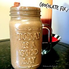 I had to start my Monday morning with my chocolate fix! Yes that's a chocolate protein bar popping out the top of my shake!  I have so much going on this week, heading off again this Wednesday to attend the biggest coach event of the year! ✈️  #superfoods #smoothie #cleantreats #vegan #protein #chocolate