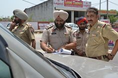 Cocking a snook at the traffic rules, city residents have been violating norms with impunity, which is evident from the increasing number of challans issued. As many as one lakh challans have been issued under the Motor Vehicle Act in first five months of the year across the city. #punjabnews #punjab #news