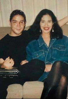Selena Quintanilla Perez, Selena And Chris Perez, Famous Hispanics, Selena Pictures, Bachelorette Outfits, Cute Relationships, American Singers, Nicki Minaj, Role Models