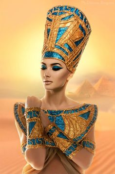 Menjadi Cleopatra dengan Gaya Make Up Arabia Cleopatra Makeup, Egyptian Makeup, Egyptian Fashion, Egyptian Beauty, Egyptian Costume, Egyptian Queen, Ancient Egyptian Art, Nefertiti Costume, Ancient Egypt Fashion