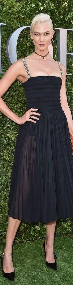 Karlie Kloss in Dior #PFW