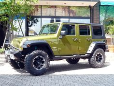 jeep ..... my favorite color for this jeep!!!! <3