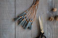 Selbstgemachte Garnquasten aus Leinenzwirn in Grau und Kupfer einfarbig!  GARN & MEHR