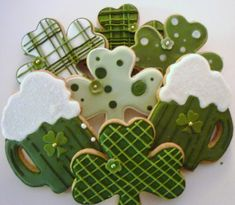 St. Patrick's Day green beer and shamrocks cookies by Jill Holly's Hobby at Cookie Connection