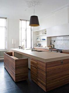 Cuisine avec îlot et banc intégré #kitchen #wood #bench Living Magazine