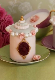 Mini cake inspired by French perfume bottle by moraris.molina