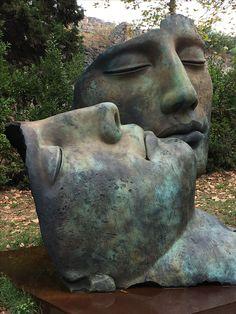 Sculptures by late Polish sculptor Igor Mitoraj. Steel Sculpture, Sculpture Clay, Garden Sculpture, Sculptures, Cement Art, Art Model, Land Art, Art Plastique, Lovers Art
