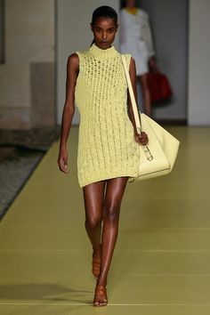 Fashion Hub, Runway Fashion, Spring Fashion, Womens Fashion, Fashion Design, Fashion Trends, Pantone, Knitwear Fashion, Knit Fashion