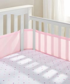 Protect little arms and legs from getting caught in the crib with this super-soft crib liner featuring breathable mesh material and fasteners that ensure it stays in place.