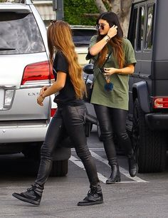Kylie Jenner Photos Photos - Reality star Kylie Jenner and her friend meet up with Lil Twist and his friends at Fred Segal in West Hollywood, California on November 23, 2013. - Kylie Jenner Hangs Out with Her Friends