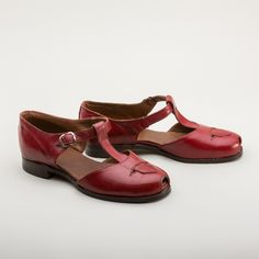 6436ba874a7 A fun pair of low-heeled original vintage sandals in bright red. These mary