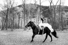 bride rides her horse on wedding day    Wedding horses