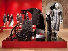 Exhibicion Little Black Dress LBD Mona Bismarck American Center Paris Andre Leon Talley