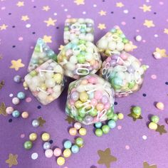Pastel Rainbow Pearls Dice Set for Dungeons and Dragons Table Top RPGS Cool Dnd Dice, Dnd World Map, Dragon Dies, Dungeons And Dragons Dice, Resin Charms, Fantasy Dragon, Mini Things, Fun Crafts, Decir No